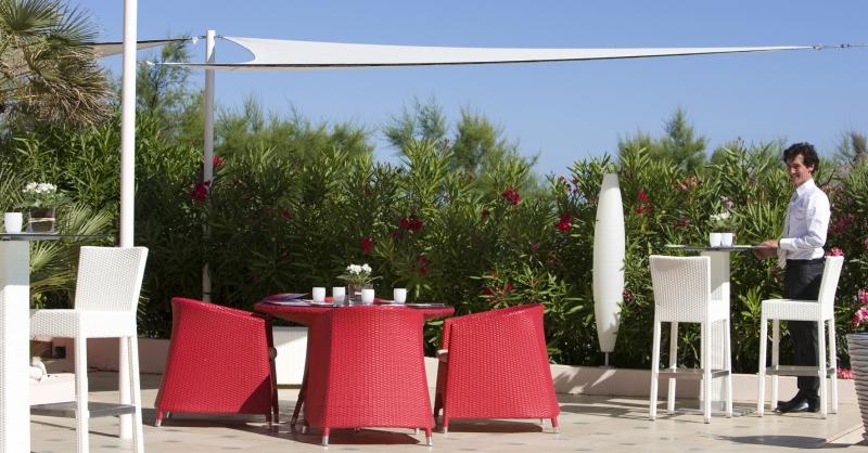 La terrasse de l'Hôtel les Flamants Roses à Canet-de-Roussillon