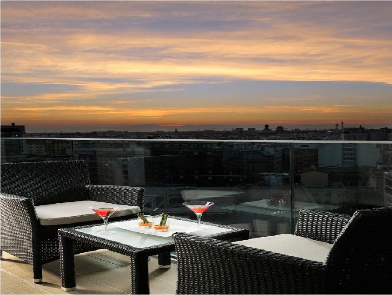 Coucher de soleil sur la terrasse de l'Uptown Palace à Milan