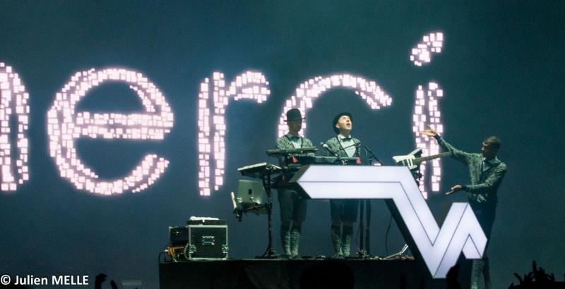 Ambiance scénique avec effet visuel au Big Festival avec Stromaé sur scène