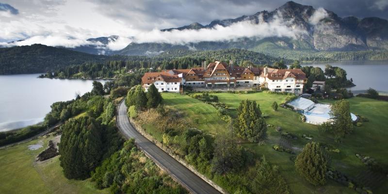 Vue extérieure sur le Llao Llao Luxury Hotel & Resort Golf Spa de Bariloche en Argentine