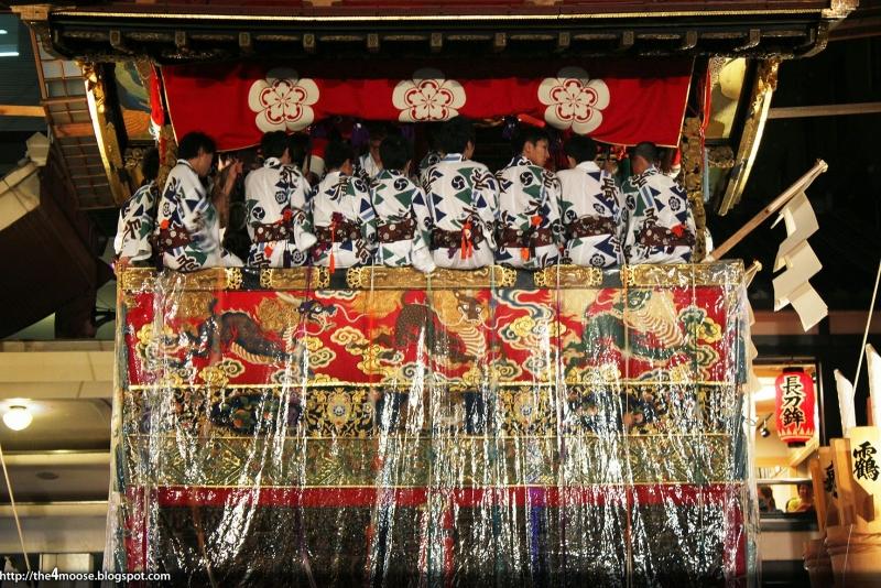 Souvent défini comme «musée d'art ambulant», ce festival est l'occasion de rencontrer la plus pure tradition japonaise et de s'immerger totalement dans la culture du pays en rencontrant les habitants