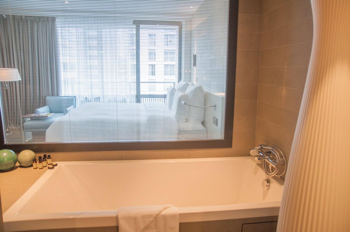 La baignoire de l'Hôtel Pullman Tour Eiffel à Paris