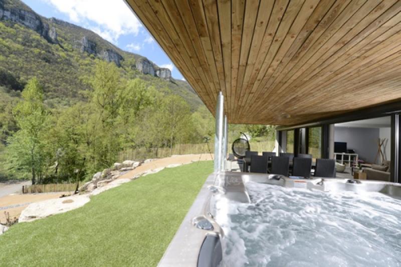 Dans le bain à remous en Aveyron