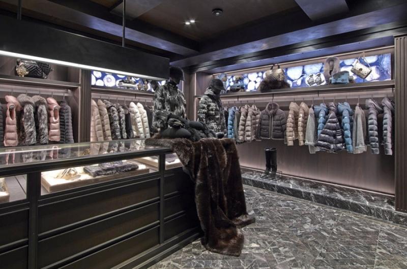 Une boutique Moncler à Paris