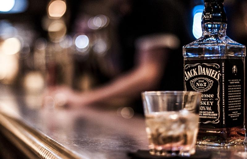 Un whisky à l'aperock à Paris