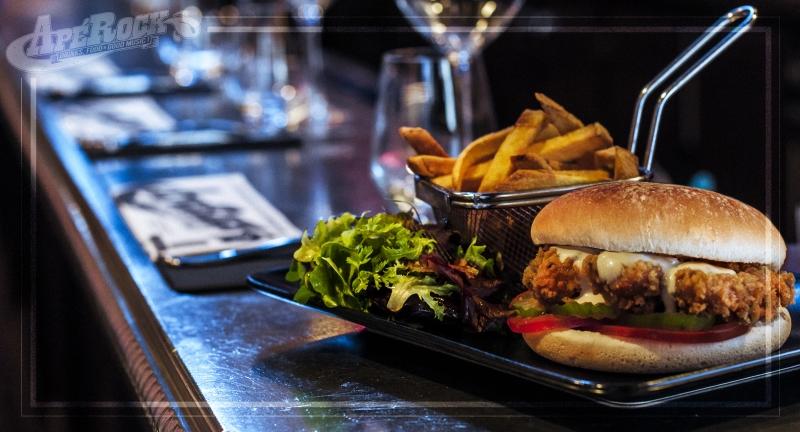 Manger un hamburger à l'apérock à Paris