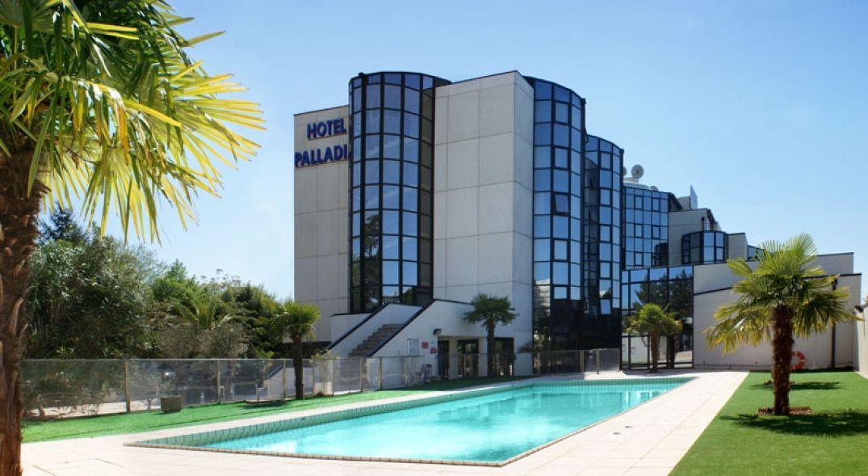 La belle piscine de l'hôtel Palladia à Toulouse