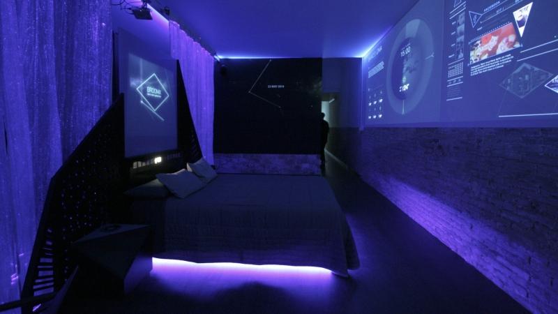 Concept d'une chambre d'hôtel en 2024 par Serrano Brothers