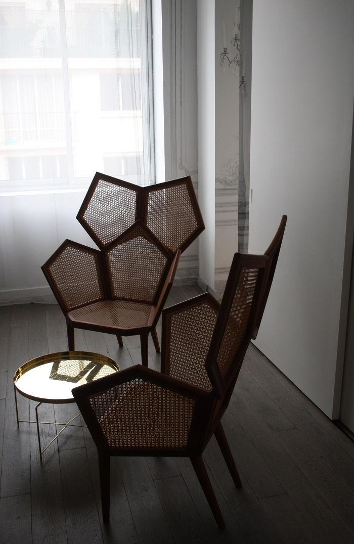 Les chaises design de Martin Margiela à la maison Champs Elysées