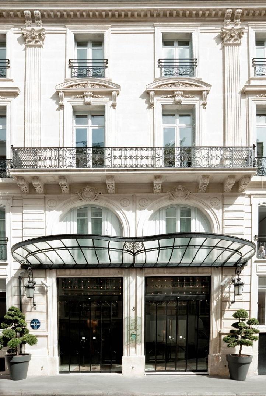 La façade de la Maison Champs Élysées par Martin Margiela