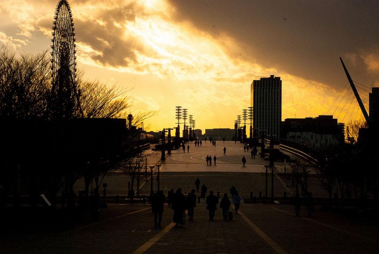 Rayon de soleil malicieux à Odaiba futuriste
