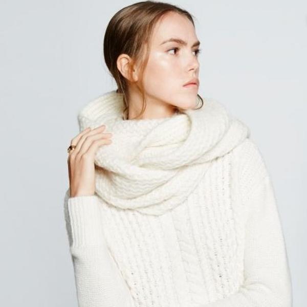 Enrouler une écharpe en laine