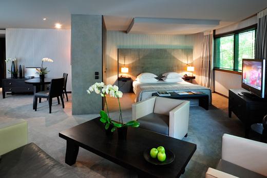 Les chambres de luxe sont spacieuses à l'hôtel Square à Paris