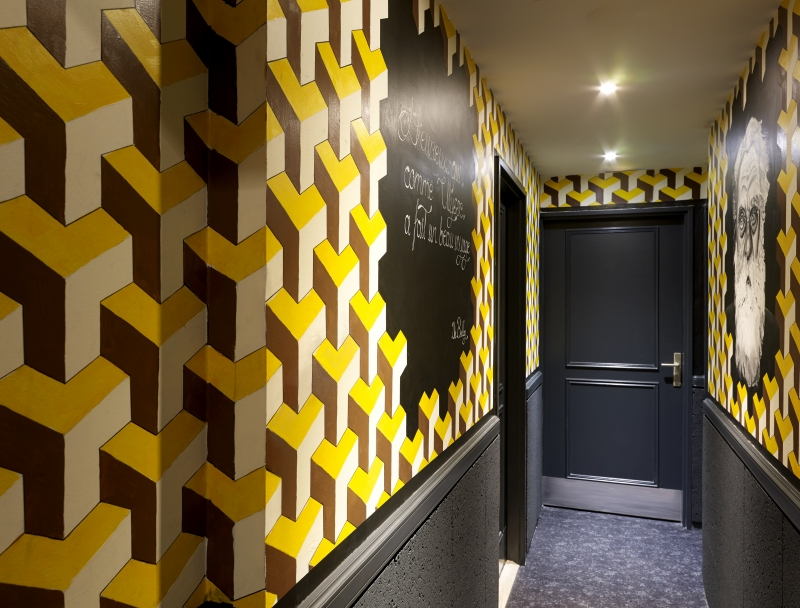 Dans les couloirs de l'hôtel Gaston à Paris