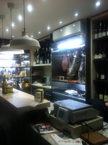 Dans la petite boutique des 3 caves à Toulouse