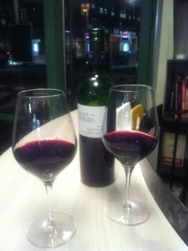 Deux verres de vins rouge aux 3 Caves à Toulouse
