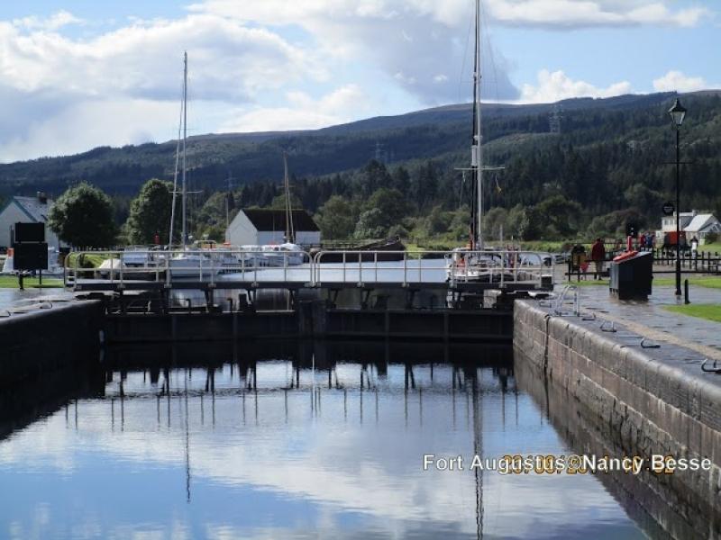 Fort Augustus en Écosse sur les canaux