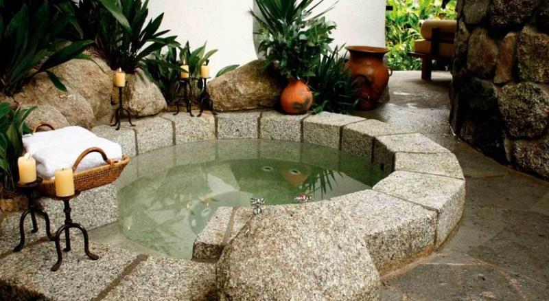 Un bain à remous à Inkaterra au Machu-picchu