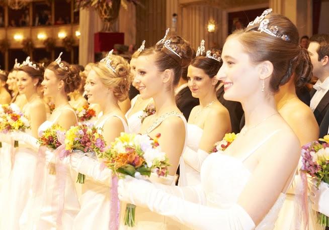 Prêtes à aller danser au bal de Vienne