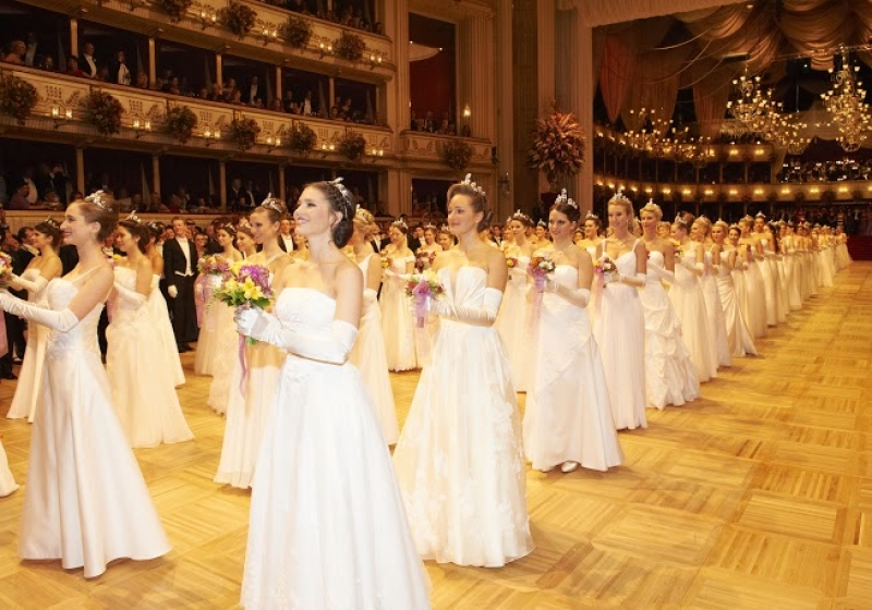 Le Bal de l'Opéra de Vienne dans toute sa splendeur
