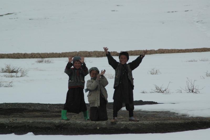 Enfants dans la campagne au nord de l'Afghanistan