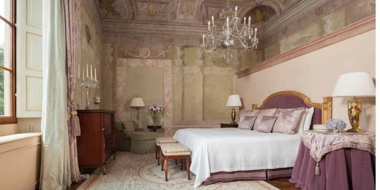 Chambre chic au Four Seasons Hôtel Firenze à Florence