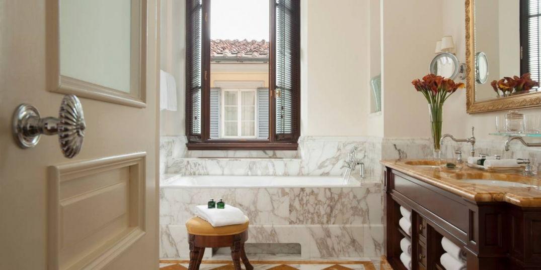 Le Four Seasons Hôtel Firenze à Florence : guéridon