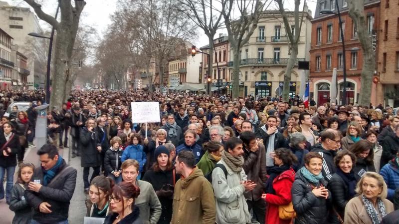 Un cordon humain dans les rues de Toulouse