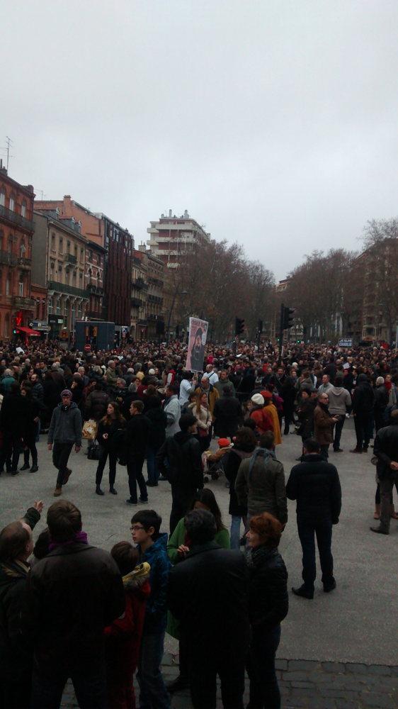 Beaucoup de gens en soutien à Charlie Hebdo