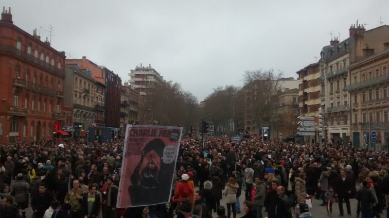 Les rues noires de monde à Toulouse pour la manif de soutien à Charlie Hebdo