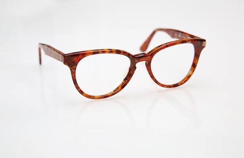 Paire de lunettes marron de Louis le Lunetier à Toulouse