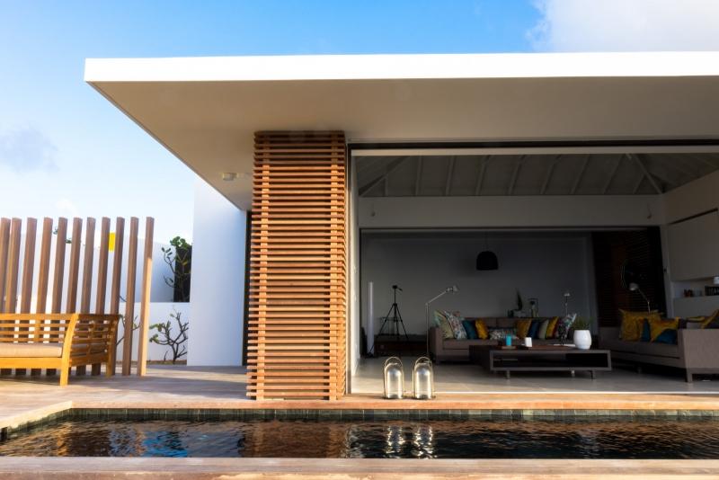 Terrasse ouverte et piscine