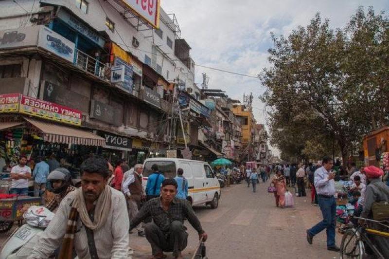 Les rues de Old Delhi avec ces rickshaws, tuk-tuks, scooters et voitures.
