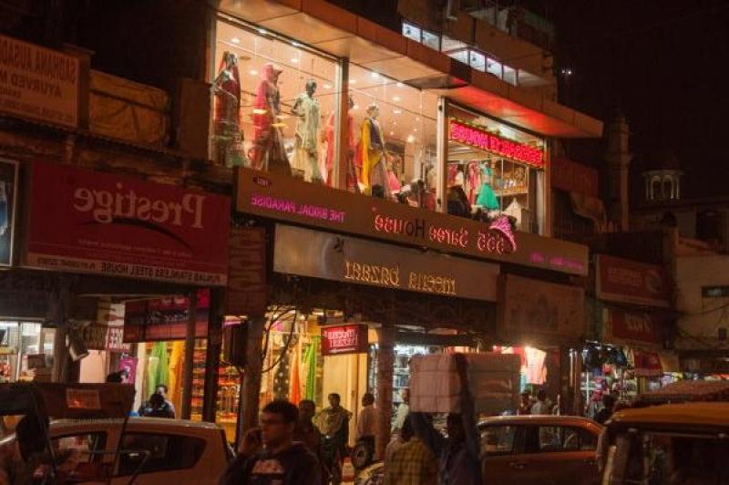 Un magasin de sari, la robe longue de 6 mètres de tissus