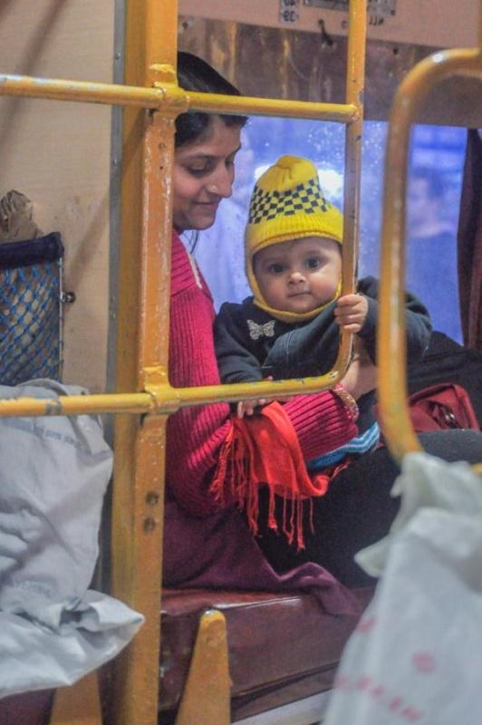 Dans le train vers Agra Visuel : Christel Caulet