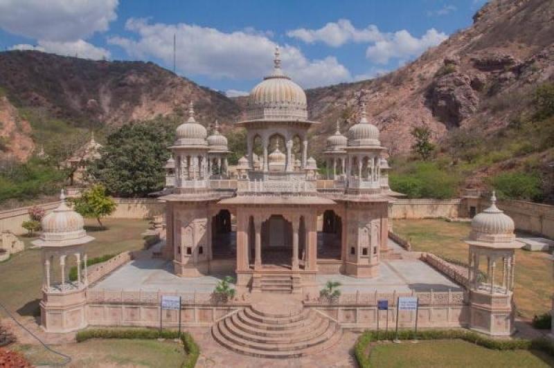 On grimpe partout dans le temple Birla Mandir à Jaïpur