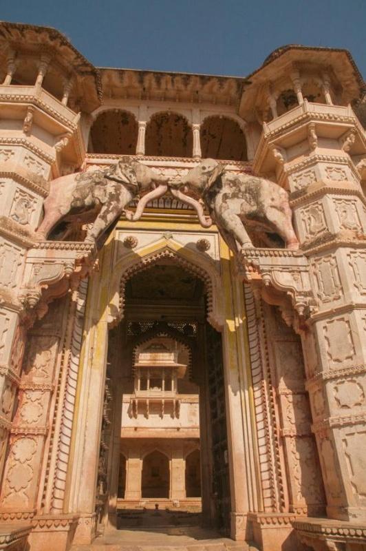 Le Taragarh Fort et son entrée à Bundi en Inde