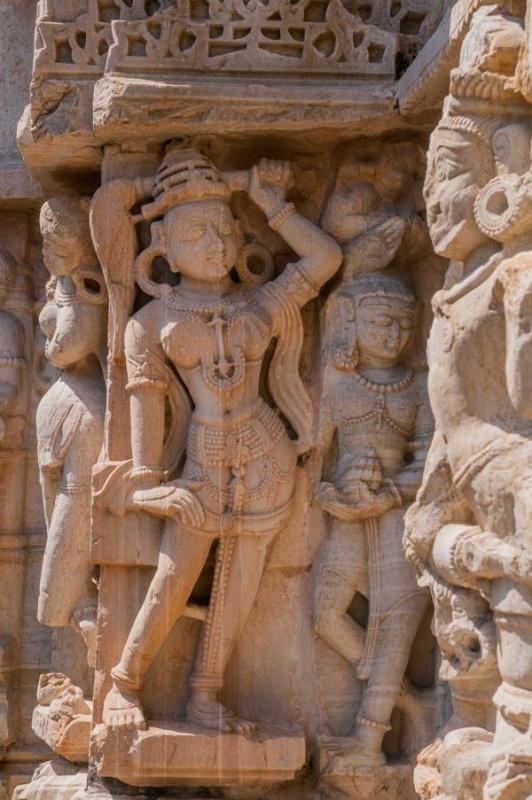 Les divinités dans la pierre à Chittorgarh en Inde