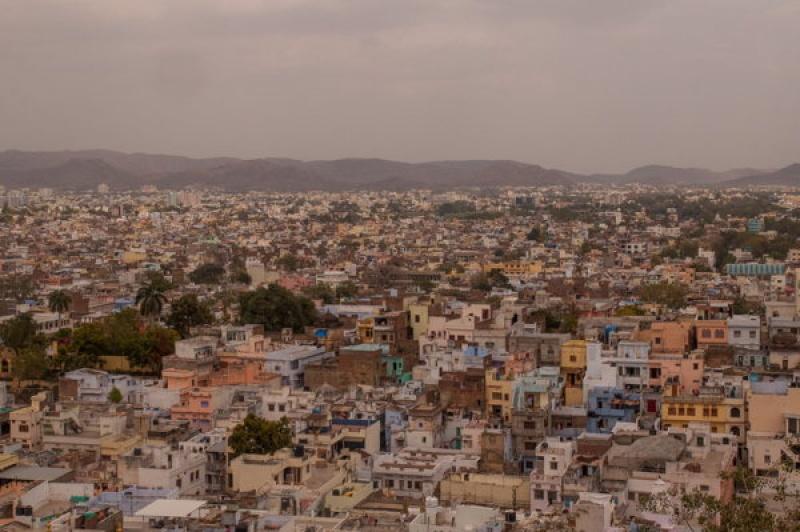 La ville surplombée par le City Palace à Udaipur en Inde
