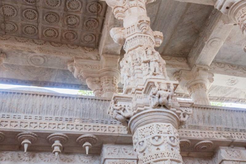 Dans le temple de Ranakpur en Inde