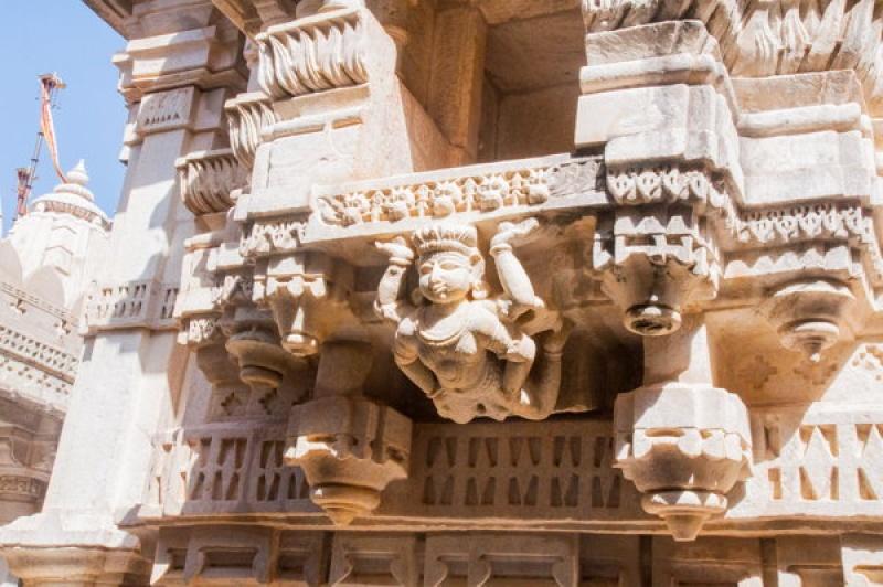 Les sculptures jain dessinées à Ranakpur en Inde