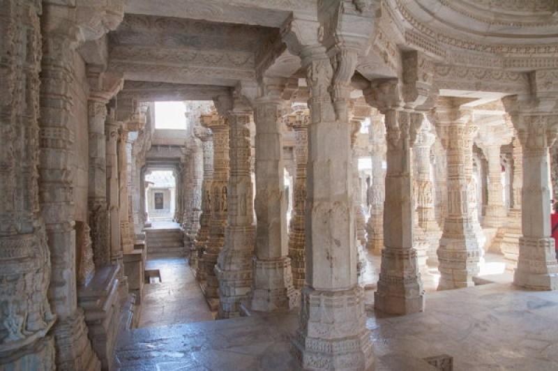C'est immense, le temple de Ranakpur en Inde