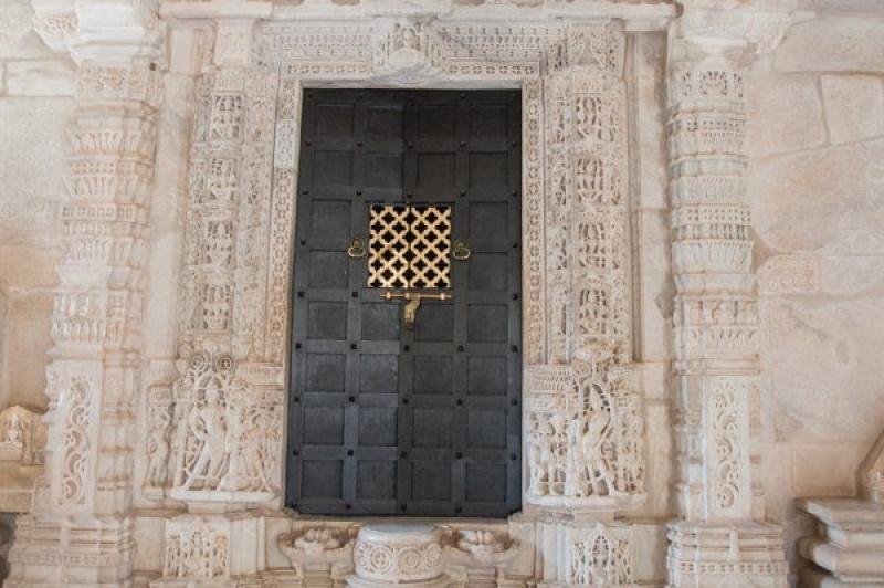 Une des portes à Ranakpur en Inde