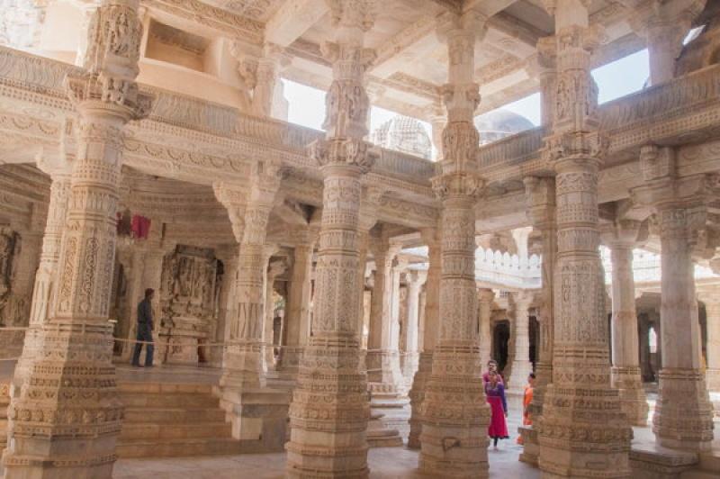 Les colonnes centrales à Ranakpur en Inde