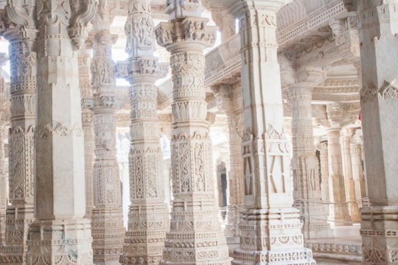 Un nombre impressionnant de colonnes à Ranakpur en Inde