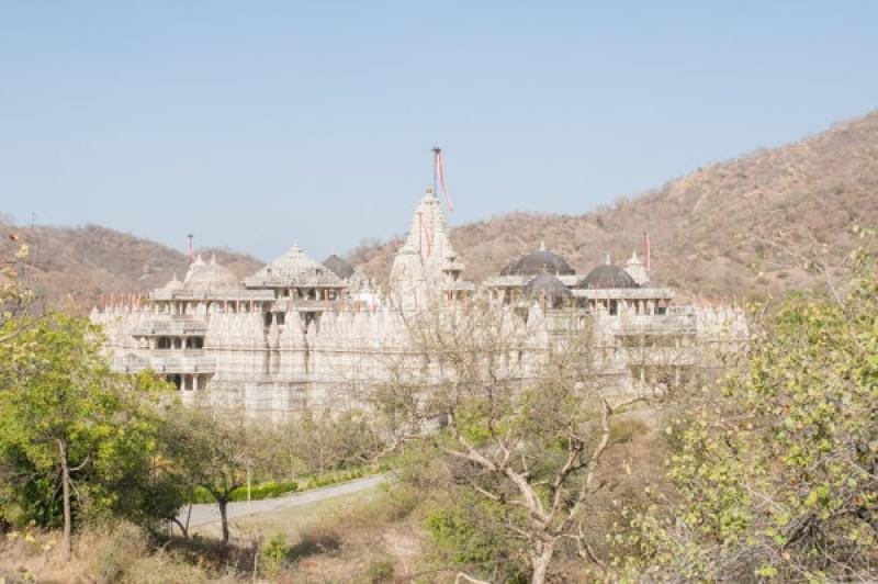 De l'extérieur le temple de Ranakpur en Inde