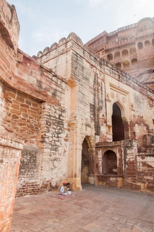 Une des portes d'entrée du fort de Jodhpur en Inde