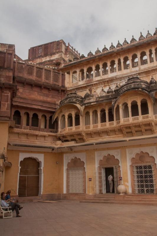 dans l'entrée du fort de Jodhpur en Inde