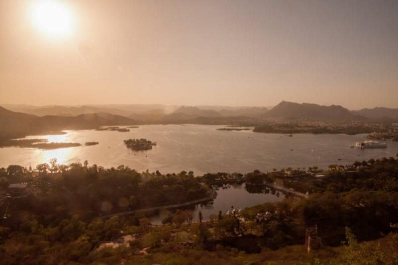 Le lac d'Udaipur attire l'œil