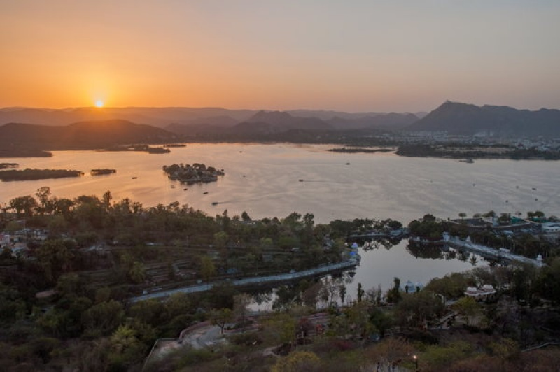 Le lac d'Udaipur au coucher de soleil